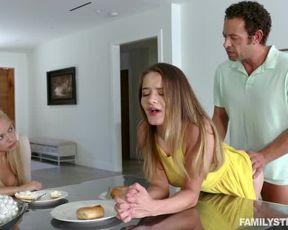 Мужик перед женой трахает лучшую подругу взрослой дочери раком